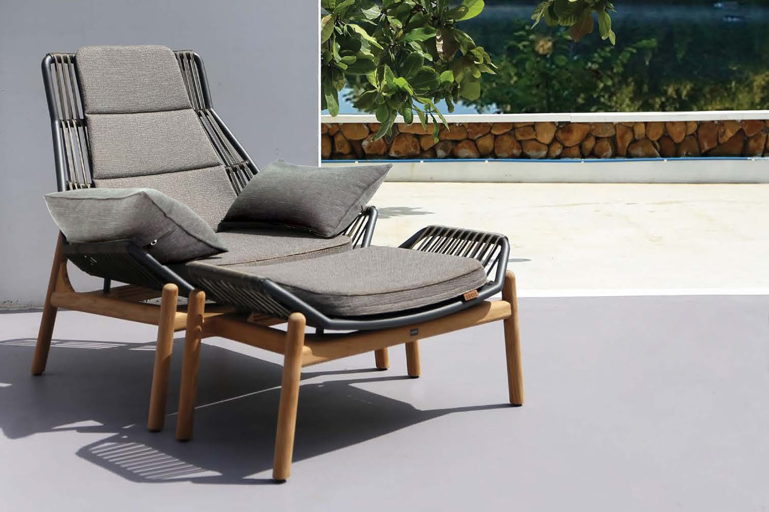 Pollux Lounge Casual Chair